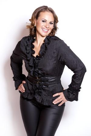 Bella donna che indossa abito nero di lusso su sfondo bianco Archivio Fotografico - 31568989