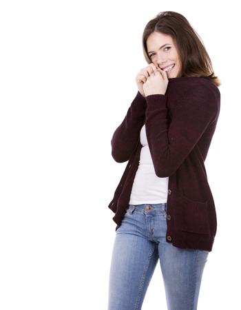 belle brune: belle jeune femme brune occasionnel sur fond blanc studio