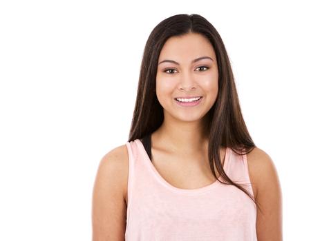 femme brune: casual teen brunette fille posant sur fond blanc
