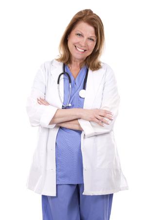 mujer trabajadora: caucásico doctor de sexo femenino que presenta en el fondo blanco aislado Foto de archivo