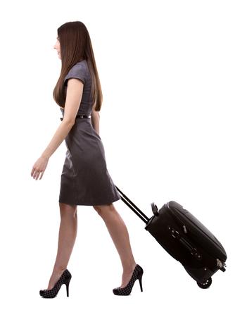 mujer con maleta: joven vestido de negocios usando caucásica mujer sobre fondo blanco Foto de archivo