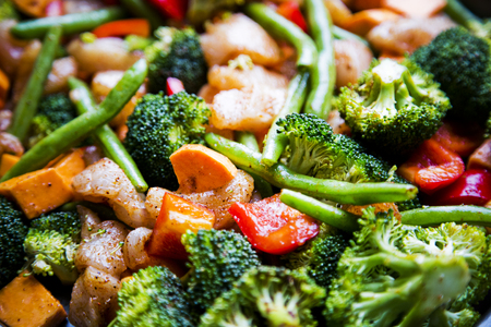 dairy free, gluten free, anti-inflammatory pan with chicken and vegetables, healthy light lunch