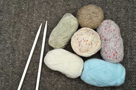 Knitting accessories on the woolen background. Top view. Banco de Imagens