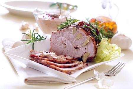 Roast ham stuffed with garlic with tuna sauce.