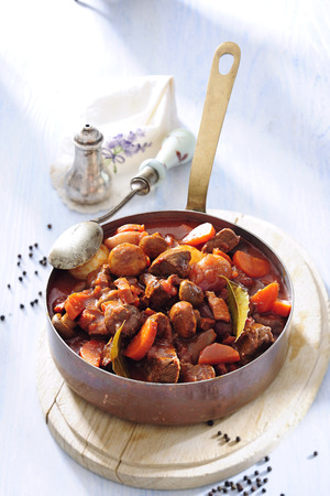 Beef stew with vegetable and mushroom. Zdjęcie Seryjne