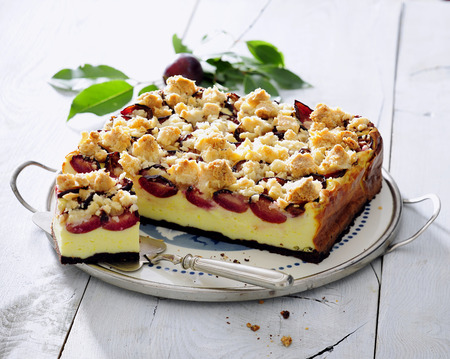 Plum cheesecake with cinnamon crumble.