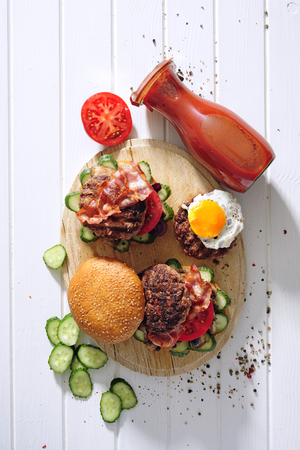 Grilled steaks and burgers. Foto de archivo - 97375944
