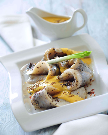 Pickled herring with spicy curry sauce. Banco de Imagens