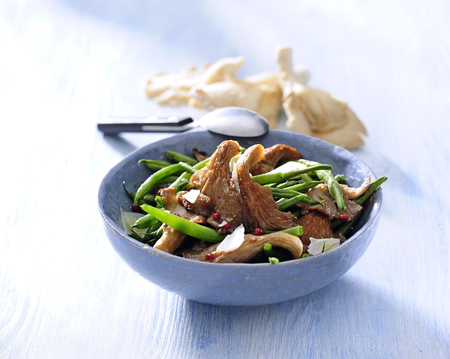 Vegetarian green bean with fried oyster mushroom.