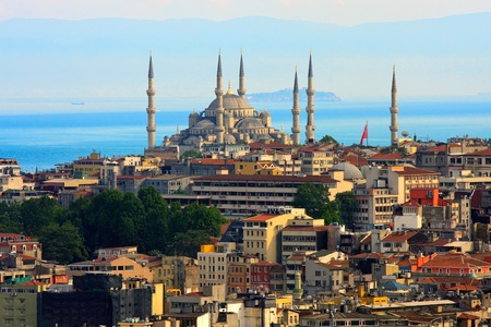 Skyline Istanbul avec la mer bleue de la mosquée et marmara en arrière-plan Banque d'images