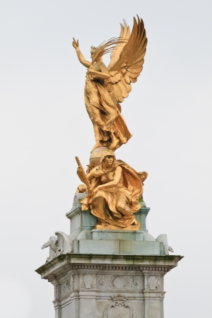 queen of angels: Victoria Monument on Buckingham Palace roundabout in London, England  Stock Photo