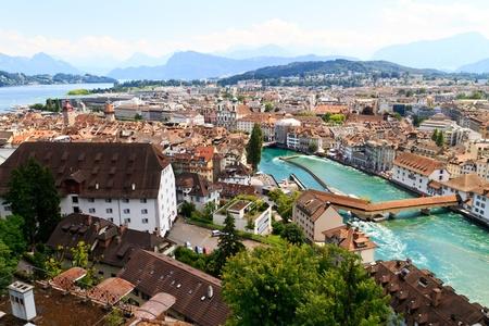 Luzern City View de murs de la ville avec la rivière Reuss, Suisse Banque d'images - 10920210