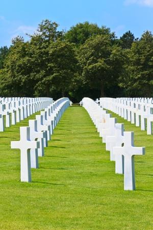 memorial cross: América cementerio de la guerra cerca de la playa de Omaha, Normandía (Colleville-sur-Mer)