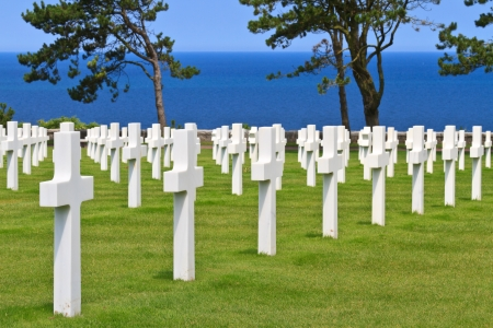 a memorial to fallen soldiers: American War Cemetery near Omaha Beach, Normandy (Colleville-sur-Mer)
