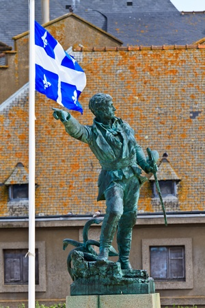 descubridor: Jacques Cartier Estatua en Saint-Malo (Explorador francés y descubridor de Canadá  Quebec)