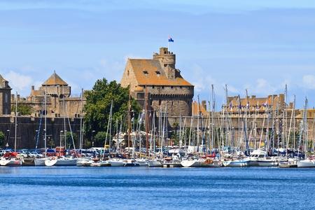 st malo: St. Malo e Fortificazioni Harbor, Bretagna, Francia