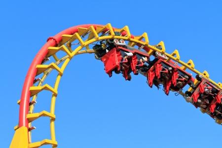 roller: Rollercoaster Ride (contra el cielo azul)