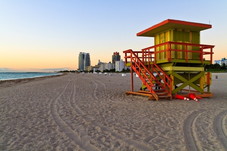 lifeguard tower: Sunrise and cabin on the beach, Miami Beach, Florida, USA Stock Photo