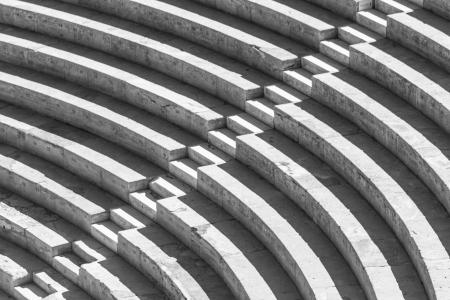 derecho romano: Las escaleras que forman un patrón de alto contraste en blanco y negro