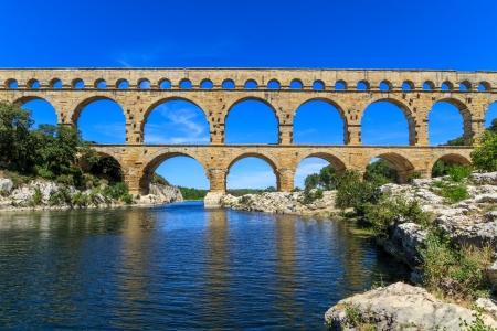 Pont du Gard ist eine alte römische Aquädukt der Nähe von Nimes in Südfrankreich Standard-Bild - 17507328