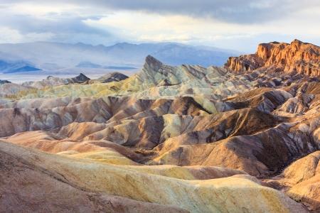 ridges: Creste di montagna eroso in Zabriskie Point, Death Valley National Park, California, USA