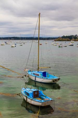 st malo: Barche a vela nelle vicinanze di St. Malo, in Bretagna, Francia