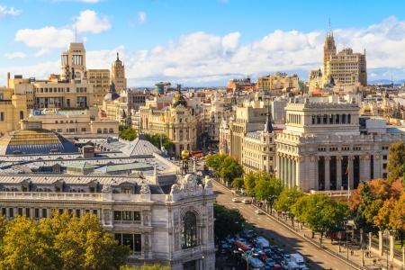 Madrid stadsbeeld en luchtfoto van de Gran Via winkelstraat, Spanje Redactioneel