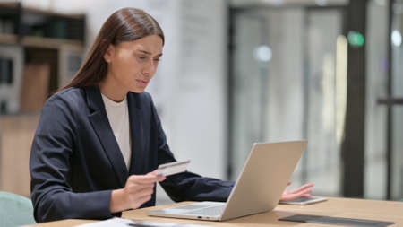 Online Payment Failure on Laptop by Businesswoman in Office