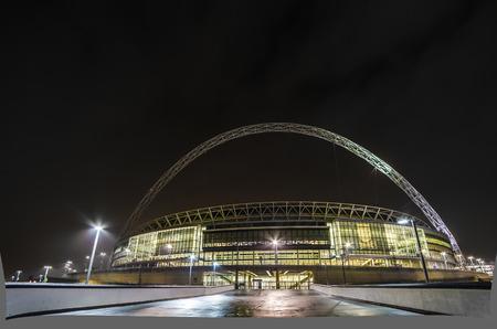 El estadio en la noche en londres