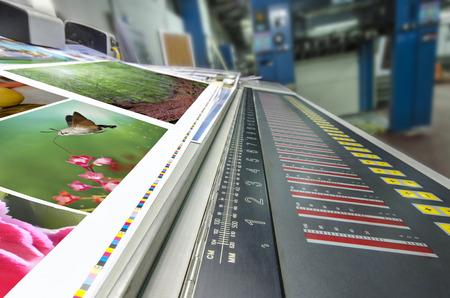 offset machine drukt fontein control toets eenheid en cmyk streep Stockfoto