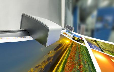 印刷オフセット機プレス テーブル、噴水キーカラー管理 spectrophotometar コントロール ユニットで実行します。 写真素材