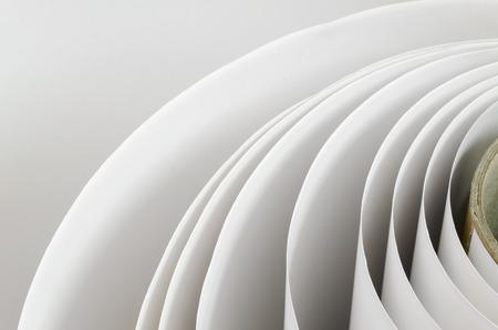 Topshot macro Paper roll in een printshop, horizontaal