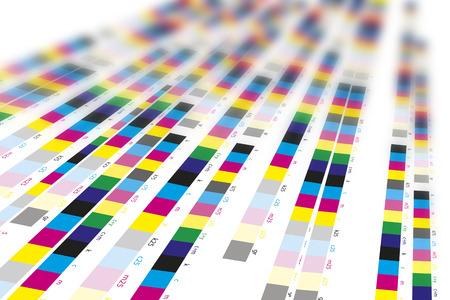 impresora: Barras de referencia de colores de proceso de impresión en imprenta Foto de archivo