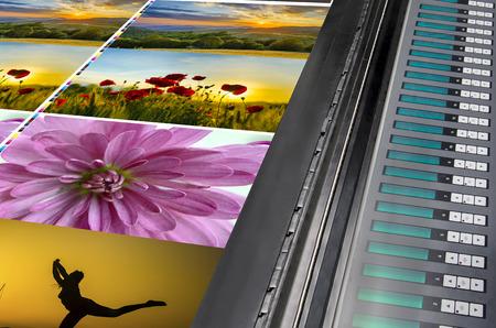 imprenta: desplazamiento m�quina de la prensa de impresi�n funcionar en la mesa, fuente color clave unidad de control de la gesti�n Foto de archivo
