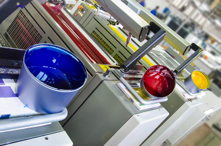 imprenta: prensa de impresión offset y tintero