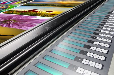 オフセット機プレス印刷テーブル、噴水キーカラー管理制御ユニットで実行 写真素材