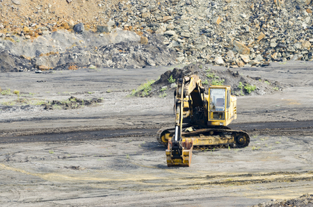 a digger in a limestone quarry 版權商用圖片