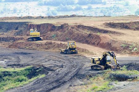 stone crusher escavators in surface coal mine quarry