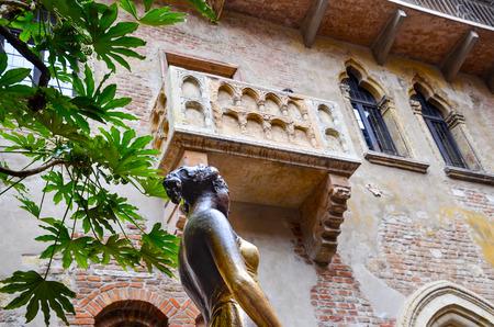 Romeo and Juliet balcony in Verona, Italy Imagens