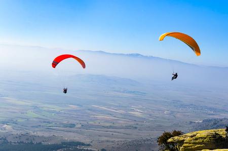 Duo Paragliding Flug Standard-Bild