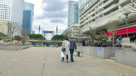 Paris, France - May 11, 2017: La Defense place with walking people and Grand Arch at backgound Фото со стока - 120755214