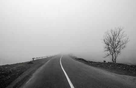 Foggy Country Road. Fog creates a feel of emptiness as it leads to seemingly nowhere. Ilisu, Gakh, Azerbaijan Standard-Bild