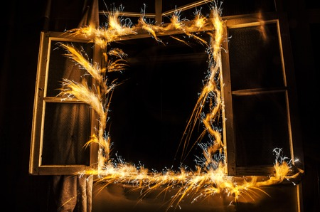 quemado: Abstract fireworks flame freezelight on window. Apartment building on Fire at Night time. Fire concept