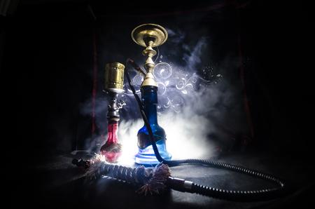 Hookah heiße Kohlen auf Shisha Schüssel mit schwarzem Hintergrund. Stilvolle orientalische shisha. Shisha Konzept