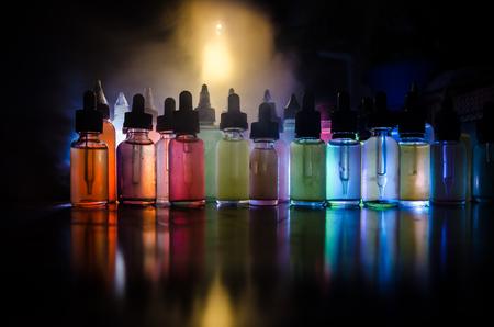 アーク プラズマ蒸着法の概念。煙雲と暗い背景にアーク液体ボトル。光の効果。背景またはアーク広告またはアーク背景として便利です。 写真素材