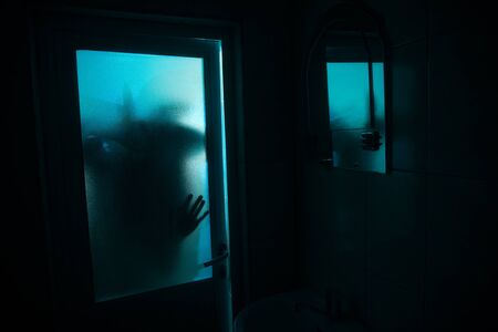 Horror silhouette of woman in window. Scary halloween concept Blurred silhouette of witch in bathroom 写真素材 - 128832112