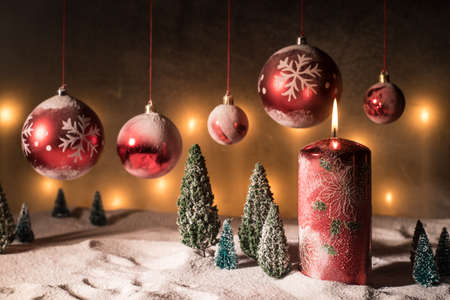 Christmas decoration with burning candles on a dark background. Christmas ornaments over dark golden background with lights. Creative artwork decoration. Archivio Fotografico - 158165522