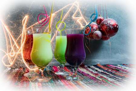 New Year and Christmas party concept. Different tasty cocktails with creative New Year holiday artwork decoration on background. Colorful cocktail in glass. Party club entertainment. Copy space. 免版税图像