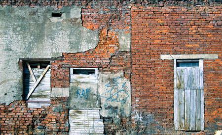 hunted: Rusty ventanas y puertas, pintadas  Foto de archivo