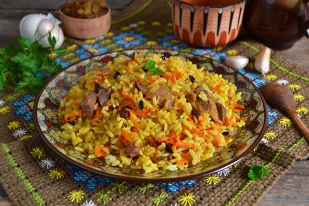 uzbek: Uzbek pilaf with raisins